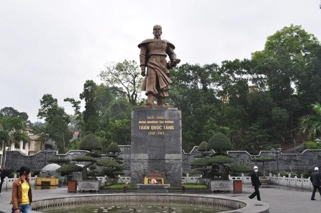 tượng Trần Quốc Tảng