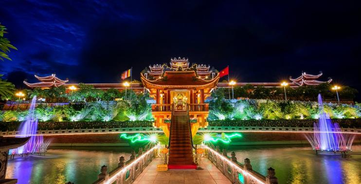 chùa ba vàng về đêm